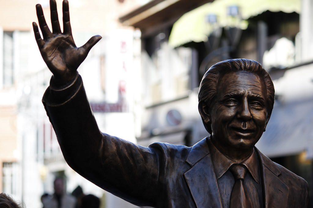 Statua di Mike Bongiorno a Sanremo