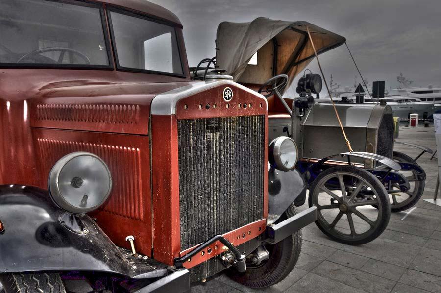 Auto d'epoca in esposizione
